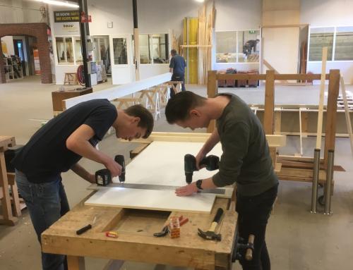 Leerlingen maken airhockeytafel in samenwerking met Haafkes en Bouwmensen Deventer