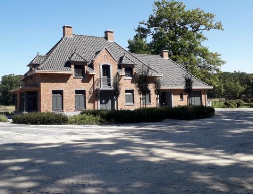 Nieuwbouw riante woonhuizen met manege